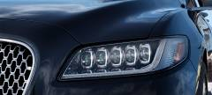 2017 Lincoln Continental Photo - Projector Headlamps