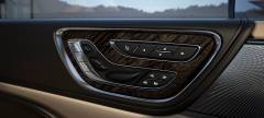 2017 Lincoln Continental Photo - Adjustable Seats